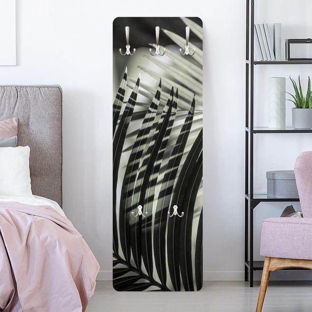 Garderobe - Schattenspiel auf Palmenwedel