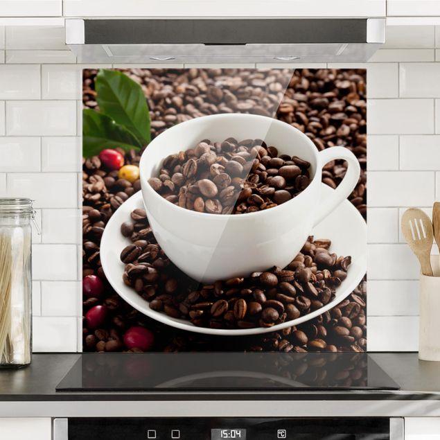 Spritzschutz Glas - Kaffeetasse mit gerösteten Kaffeebohnen - Quadrat 1:1