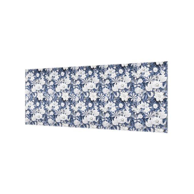 Spritzschutz Glas - Weiße Blumen vor Blau - Panorama 5:2