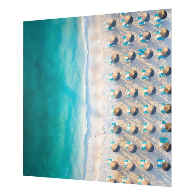Spritzschutz Glas - Weißer Sandstrand mit Strohschirmen - Quadrat 1:1
