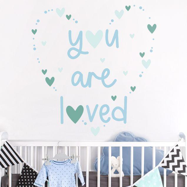 Wandtattoo mehrfarbig Kinderzimmer - You are loved Herz Blau