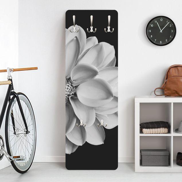 Garderobe - Zarte Dahlie in Schwarz-Weiß