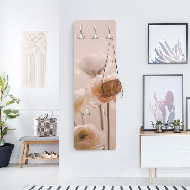 Garderobe - Zarter Strauch an Rosa Blüten